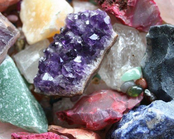 kit-pedras-preciosas2-kilo-20-minerais-naturais-de-5-a-8cm-d_nq_np_376101-mlb20278249983_042015-f