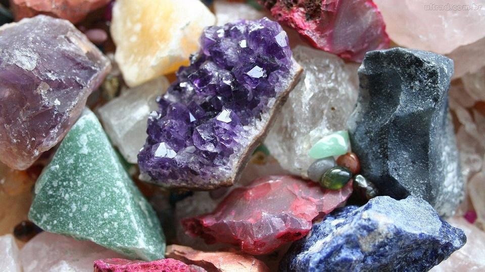 kit-pedras-preciosas2-kilo-20-minerais-naturais-de-5-a-8cm-D_NQ_NP_376101-MLB20278249983_042015-F-1.jpg